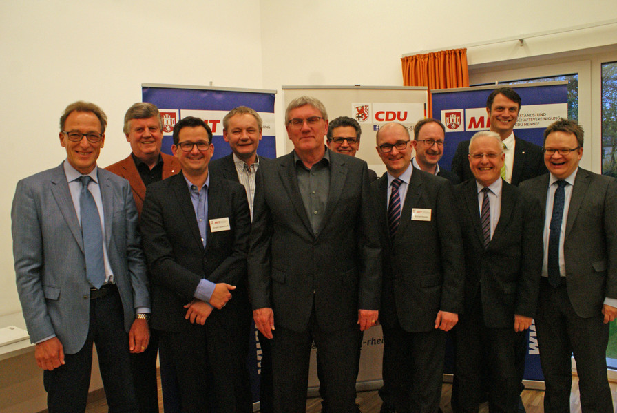 Der Vorstand der MIT Hennef, Bürgermeister Pipke (6.v.l.) und Regierungspräsident a.D. Hans-Peter Lindlar (2.v.l.). mit Landrat Sebastian Schuster (5.v.l.)