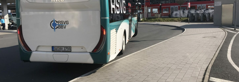 Bus der RSVG am Hennefer Bahnhof